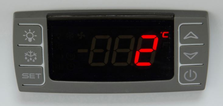 Image of an LED screen showing the temperature of 2 degrees